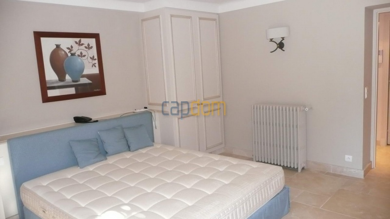 Large stone-built villa for rent cap antibes  - Bedroom 3