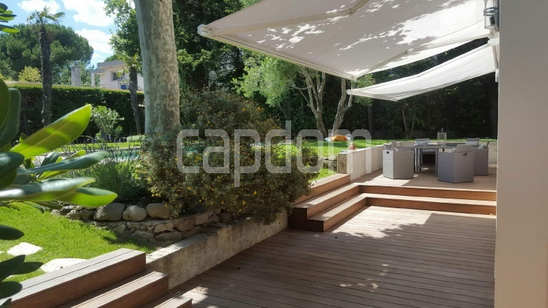 Recently build villa for sale Salis Beach Cap d'Antibes - teck terrace