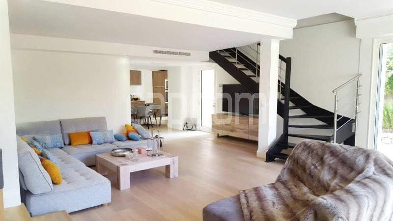 Recently build villa for sale Salis Beach Cap d'Antibes - living-room 1