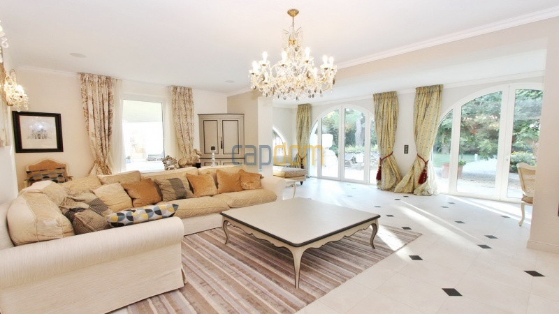 Fully renovated villa west side of Cap d'Antibes near Pecheurs - living area