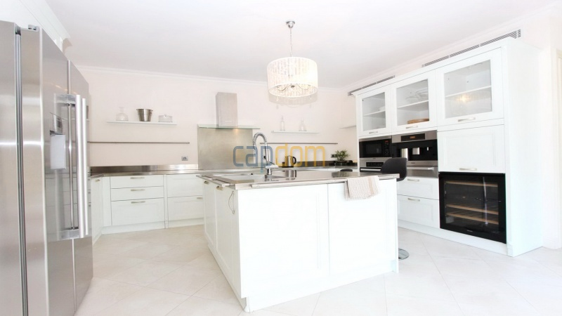 Fully renovated villa west side of Cap d'Antibes near Pecheurs - kitchen