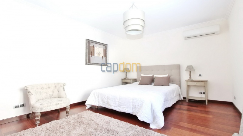 Fully renovated villa west side of Cap d'Antibes near Pecheurs - guest bedroom 1