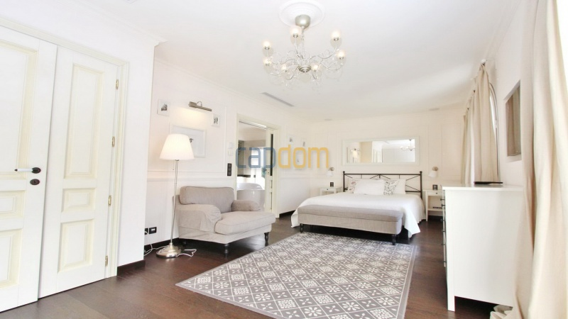 Fully renovated villa west side of Cap d'Antibes near Pecheurs - master bedroom