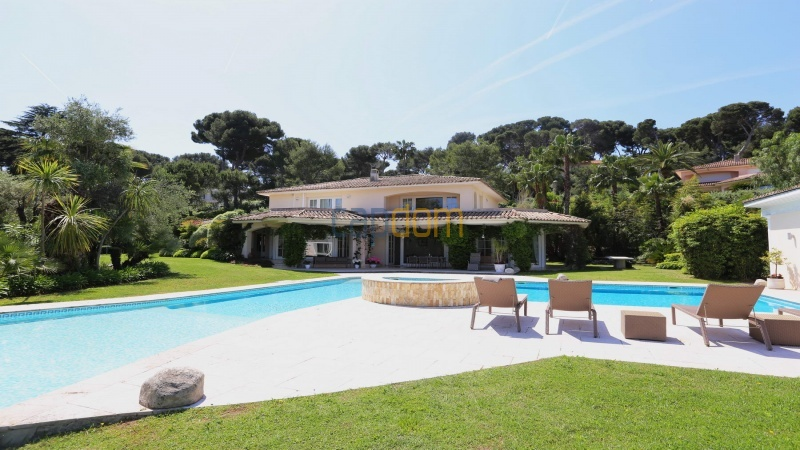 Gorgeous waterfront villa with panoramic sea view  cap d antibes  -front view