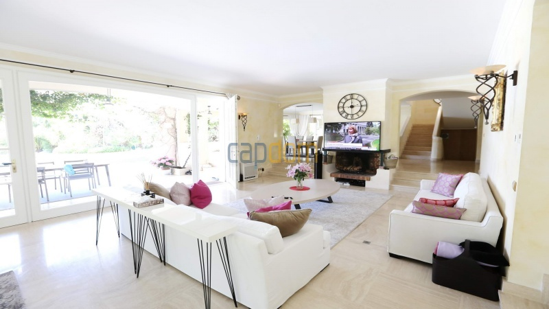 Gorgeous waterfront villa with panoramic sea view  cap d antibes  - living