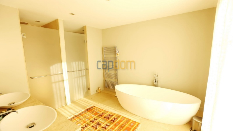 Brand new modern Villa on the heights of Mougins sea View - master bathroom