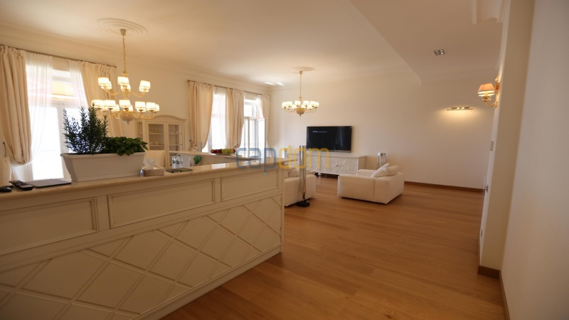 Fully renovated apartments for sale cap martin french riviera - living room
