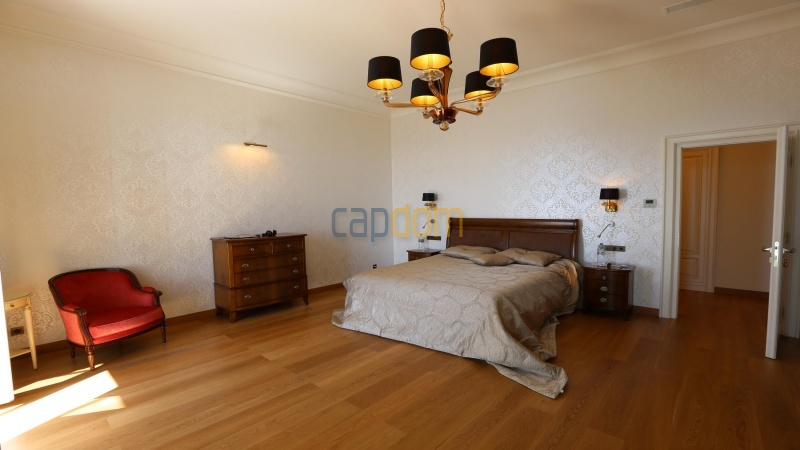 Fully renovated apartments for sale cap martin french riviera - master bedroom