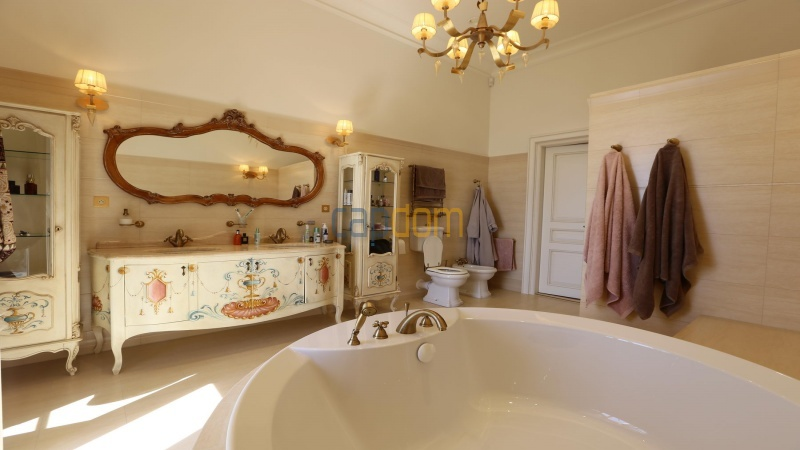 Fully renovated apartments for sale cap martin french riviera - master bathroom
