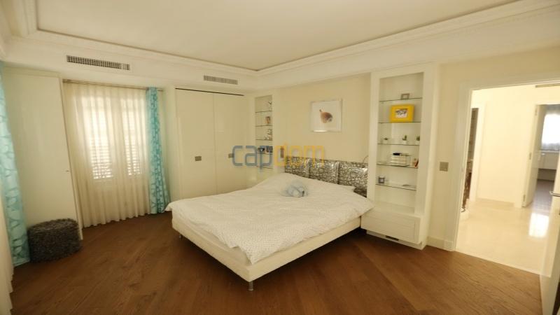Кап Антиб - новая современная вилла Вид на море - третья спальня