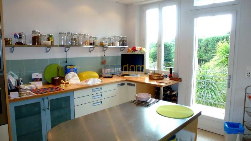 Charming Villa for Holiday Rental near Garoupe Beach Cap d'Antibes - Kitchen